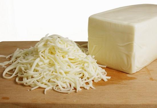 Добавьте натертый мелко овечий сыр