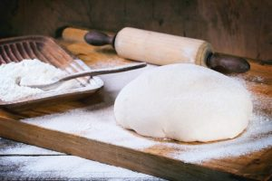 тесто, снова обязательно прикрытое, следует убрать