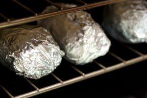 Разложить по решетке, запекать в духовке