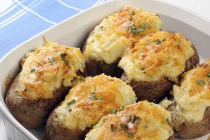 Картофель, запеченный в мундире с сыром