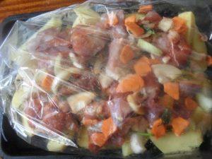 говядина и овощи в майонезном соусе