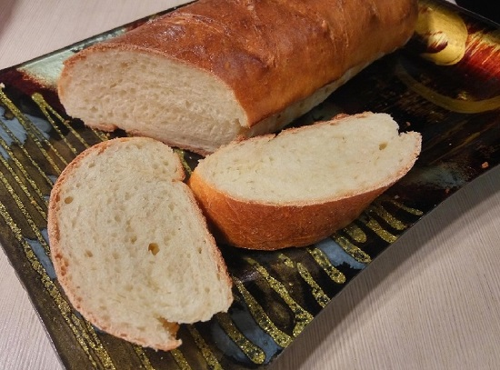 Багет: рецепт в духовке (с луком, начинкой)