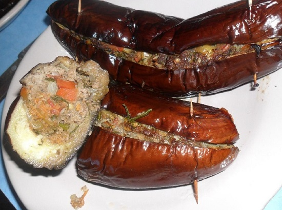 Баклажаны с фаршем, запеченные в духовке