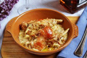 Кролик в духовке со сметаной: рецепты приготовления нежного диетического мяса