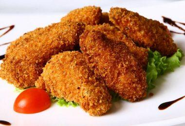 Курица в панировочных сухарях в духовке: рецепты приготовления сочного мяса с корочкой