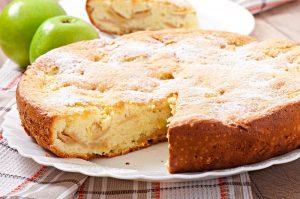Рецепты бисквита с яблоками в духовке – простая и вкусная выпечка на скорую руку