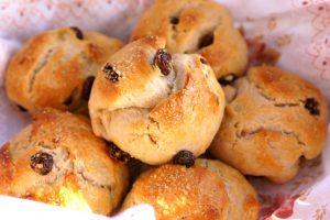 Рецепты булочек с изюмом в духовке из дрожжевого, слоеного теста и сдобных