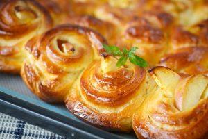 Рецепты булочек с начинкой в духовке – ароматных и вкусных!