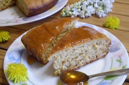 Бисквитный пирог с вареньем в духовке: рецепт