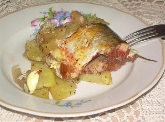 Белый амур с картофельным гарниром