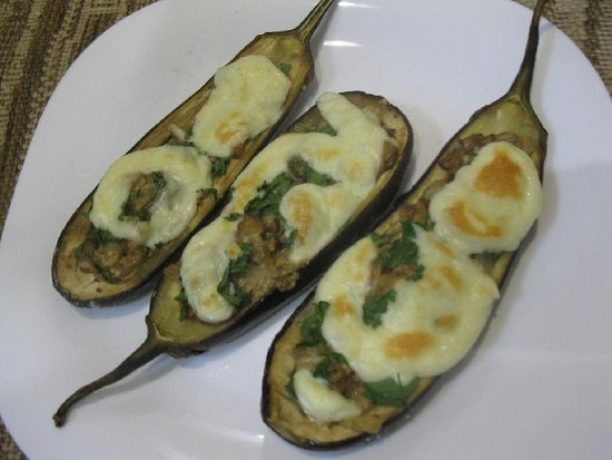 Баклажаны «Лодочки», запеченные в духовке