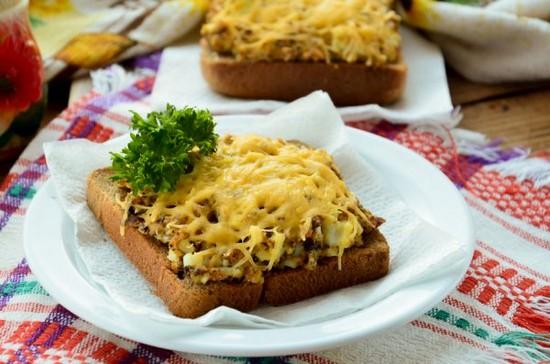 запеченные бутерброды с сайрой