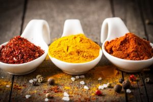 для маринования традиционно используют соль, смесь молотых перцев