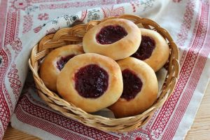 приготовить из сметанных лепешек изумительный десерт