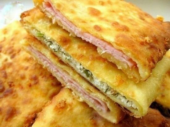сырные лепешки можно сделать и с начинкой