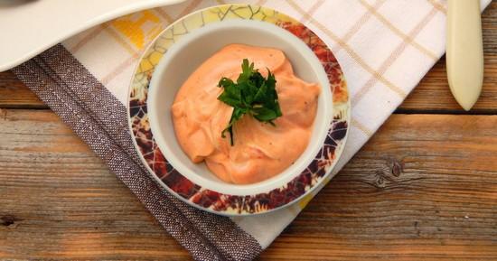 соус приготовьте из майонеза и кетчупа
