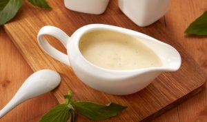 минтай отлично гармонирует по вкусу со сливочным соусом бешамель