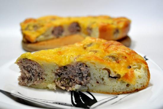 Пироги с начинкой в виде фрикаделек