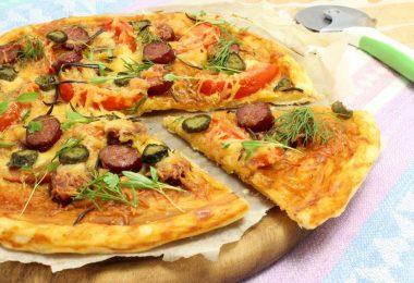 Пицца из слоеного теста в духовке: рецепт