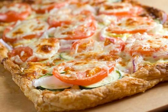 пицца из слоеного теста в духовк