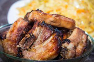 Запекать можно говяжьи, бараньи и свиные ребра