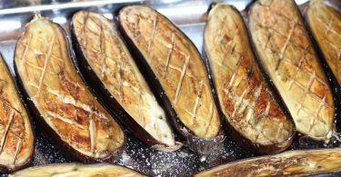 Рецепт запеченных баклажанов в духовке целиком