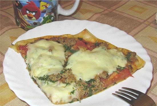 Пицца со слоеным тестом в духовке: рецепт