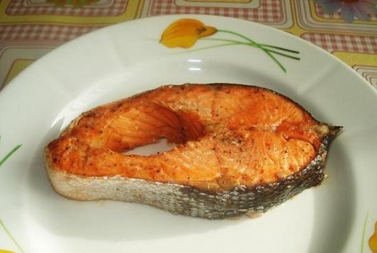 Форель со сливочным соусом в духовке