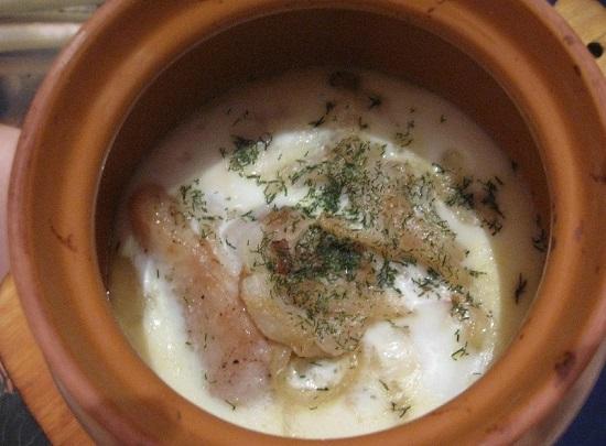 Блюда, приготовленные в глиняной посуде в духовке