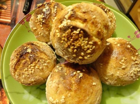 Хлебные булочки с кунжутом