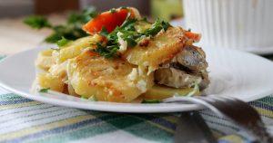 Минтай, запеченный с картофелем в духовке: рецепт приготовления