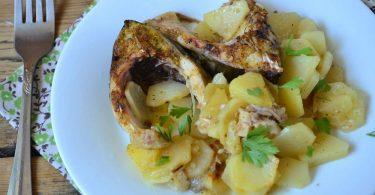 Рецепт приготовления сазана в духовке (в сметане, с картошкой)