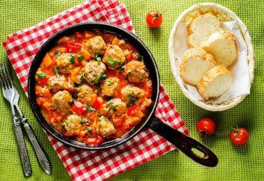 Рецепт тефтелей с овощами в духовке