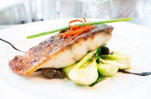 Поэтапный процесс подготовки рыбы к приготовлению: