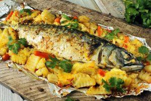 Скумбрия в духовке с картошкой: рецепт приготовления