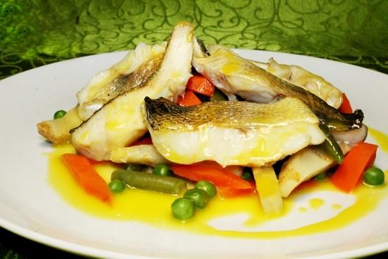 дополнить вкус судака можно с помощью овощей