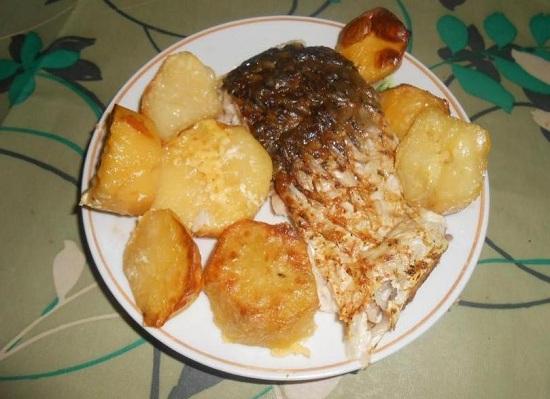 Сазан в сметане, запеченный в духовке: рецепт