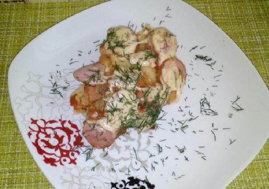 Сосиски с картошкой в духовке: рецепт