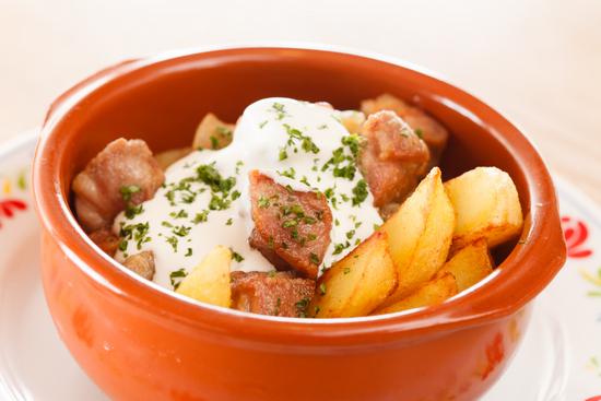 Филе индейки кусочками со сметаной и картофелем