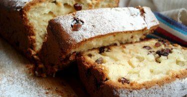 Как испечь рассыпчатый кекс на сметане?