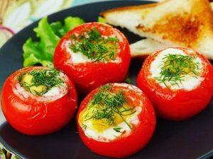 Яичная запеканка в духовке в помидоре