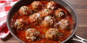 Фрикадельки в духовке с подливкой по-итальянски