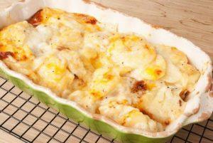 Картошка, запеченная с фаршем и овощами под сливками