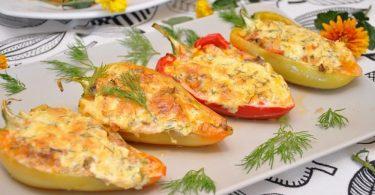 Фаршированные перцы в духовке половинками (с сыром)