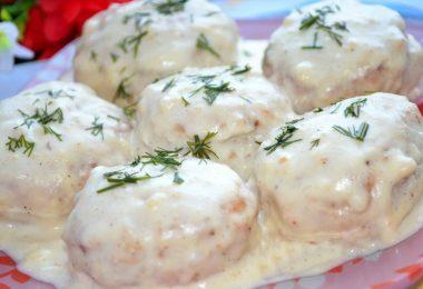 Фрикадельки в сметанном соусе в духовке: рецепты