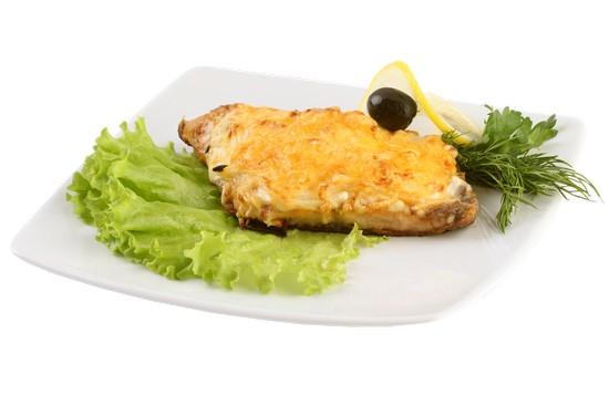 Горбуша, запеченная с ананасом и сыром