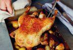 Как пожарить утку в духовке (целиком, кусочками, с яблоками)?