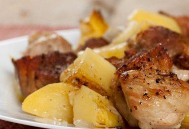 Картофель с грудинкой, запеченный в духовке (в фольге)