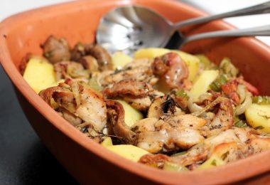 Кролик, тушенный с картошкой в духовке (с овощами, в сливках, в горшочках)