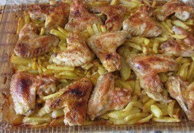 Крылья с картошкой в духовке (в рукаве, фольге, майонезе)